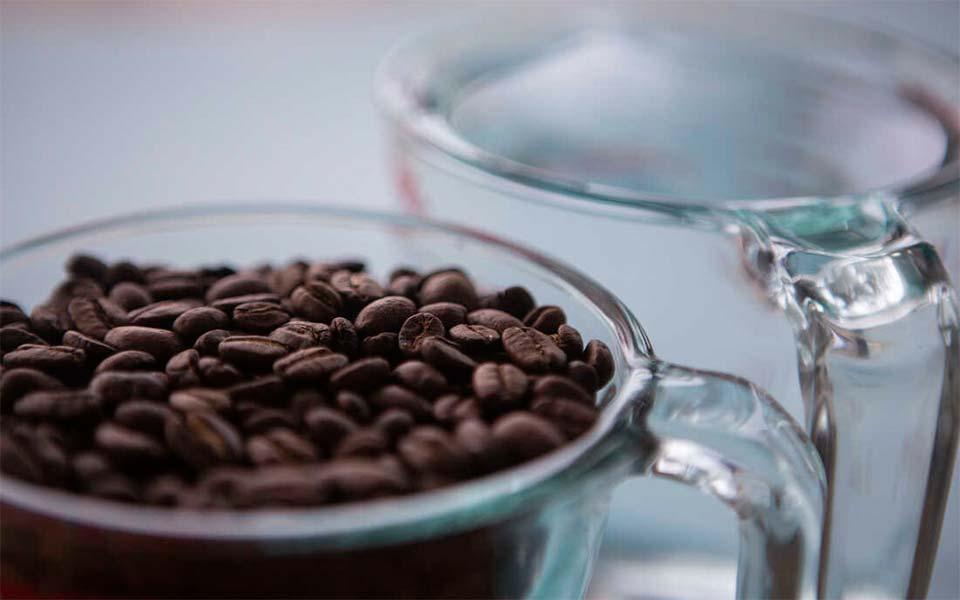 خشک کردن دانههای قهوه
